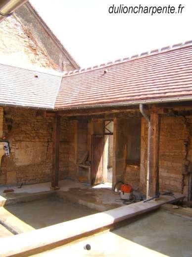 Charpente bois couverture de toit patio dans une maison - Humidite dans maison ancienne ...